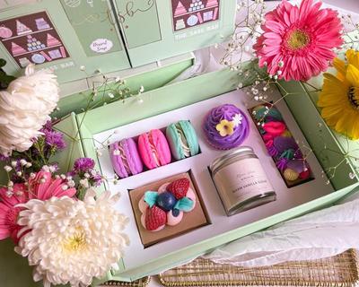 Parisienne patisserie gift box thumb
