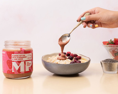 Almond butter with strawberry and chia seeds thumb