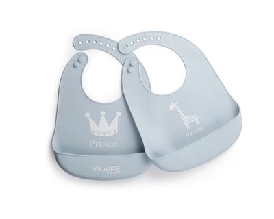 Sky blue silicone baby bib giraffe prince thumb