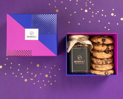 Gift box set of 1 granola jar and 6 assorted cookies thumb